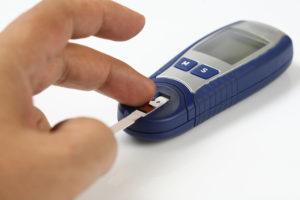 jak mierzyć cukier glukometrem