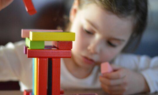 zabawki edukacyjne dla dzieci z autyzmem